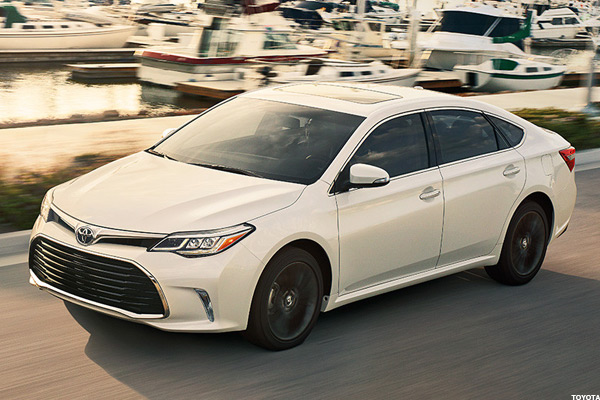 10 Hybrid Cars Giving the New Toyota Prius a Run for Its Money